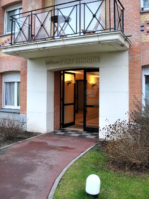 Furnished and decorated studio flat about 18m² to rent Valenciennes