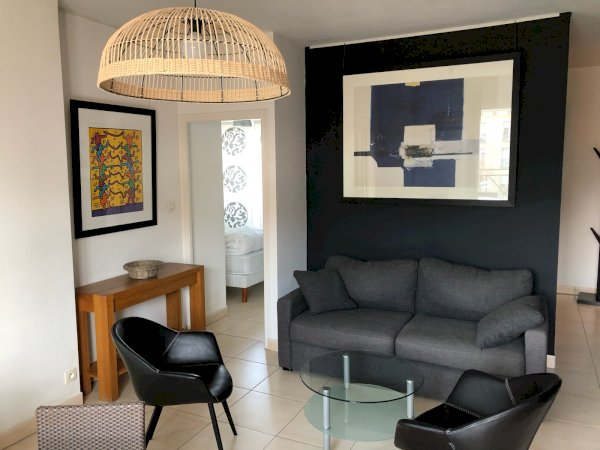 Furnished apartment 50m² + 3m² balcony + underground lock-up garage + cellar rental Valenciennes