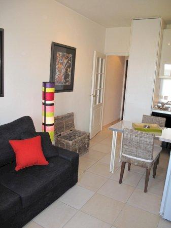 studio meubl prestige 20m louer valenciennes. Black Bedroom Furniture Sets. Home Design Ideas