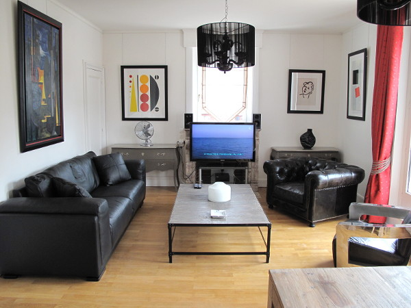 2 bedroom furnished apartment (living space : 93 m2) + south-facing balcony (4.5 m2) + 2 car parking spaces for rent Valenciennes
