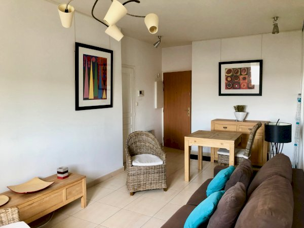 Furnished and decorated studio flat 28 sqm + underground car park for rent Valenciennes