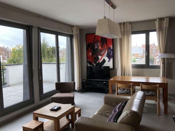 appartamento arredato 2 camere con un grande terrazzo